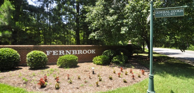 entrance to fernbrook neighborhood williamsburg va